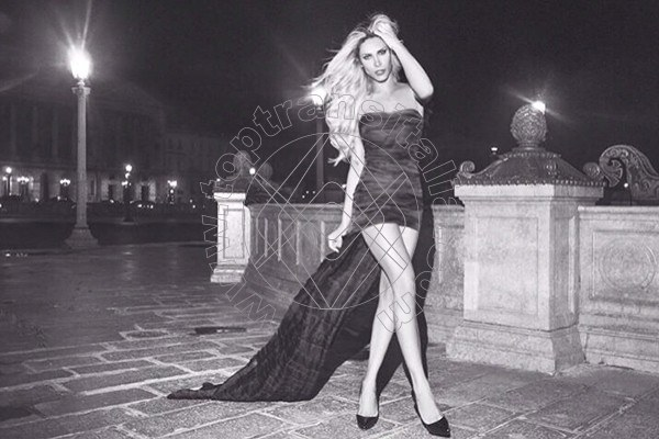 Foto 13 di Alessandra jolie trans Cannes